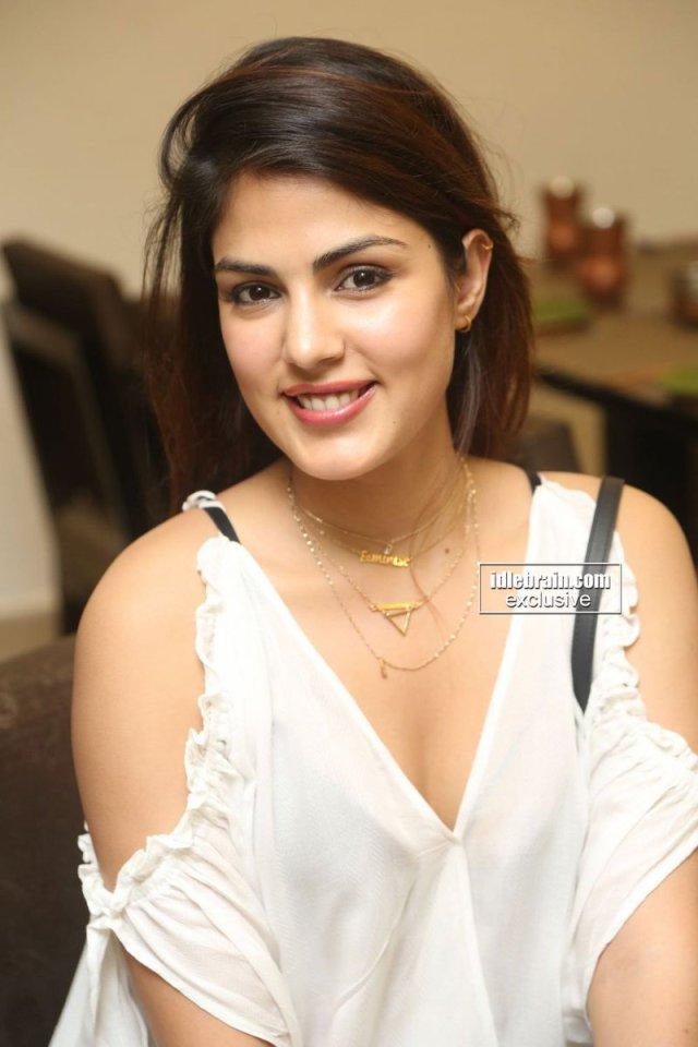 Actress Ria Chakravarthi Nude Photos Nangi Chut Chudai Ki Porn Pic 5