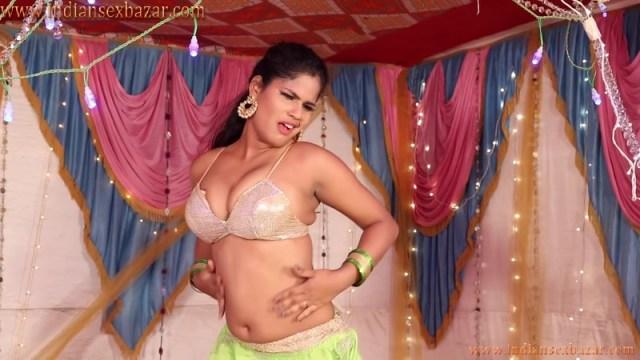 सील पैक जवानी इंडियन भोजपुरी रंडी का मुजरा B Grade Video Mein Hun Chiz Laajawab Bjojpuri Hot Item Song 6
