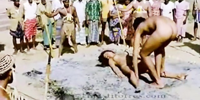 जंगली मर्दों के द्वारा जंगल में सामूहिक चुदाई आदिवासी लड़की की XXX Sex Video And Photo