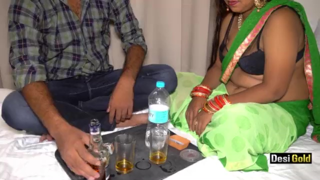 होटल के रूम में देसी रंडी के साथ न्यू ईयर पार्टी दारू पिलाकर चोदा Indian Porn Video And XXX Pictures 1