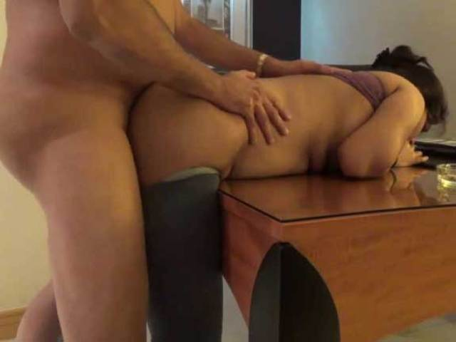 Old And Young Doggy Style Sex On Table जबरदस्ती सलवार खोलकर पड़ोसन आंटी की चुदाई करी XXX Story