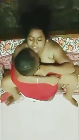 नशे में मेरी खूबसूरत सविता भाभी ने ग्रुप में चुदवाया भैया के शराबी दोस्तों से Indian Porn Video With Hindi Audio (3)