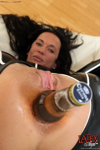 Nude Girl Inserting Bottle And Vegetables In Vagina Extreme Deep Painful Pussy And Ass Penetration XXX Pic Gallery 12