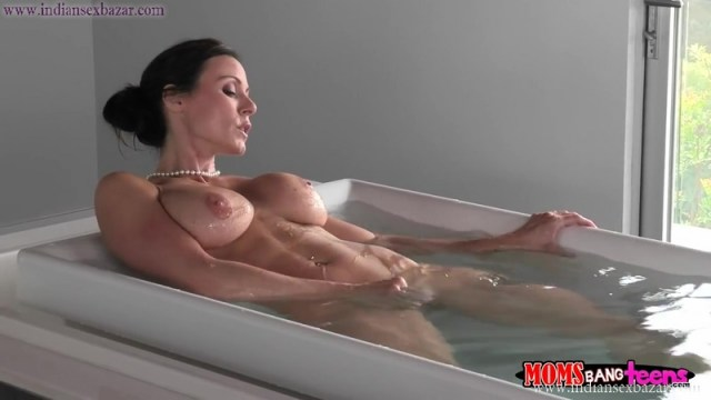 Sexy And Hot Naked Stepmother Kendra Lust Caught Her Stepson Watching Her Masturbating Full HD Porn Movie And XXX Pic 3