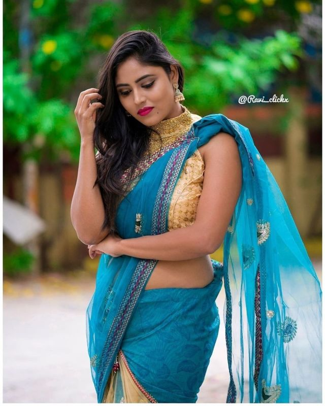 Sexy and Hot Indian Girl In Blue Color Cotton Saree and Cut Sleeves Blouses or Sleeveless Blouse (3)