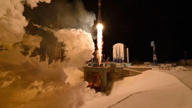 Photo of SpaceX Rival OneWeb Launches 36 Satellites Immediately after Starlink 'Close Call'