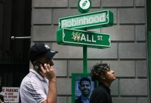 Photo of Robinhood Inventory Tumbles on IPO Day, Worst Debut in Historical past
