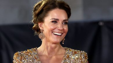 Photo of Kate Middleton Wore Gold Sequin Gown to James Bond Premiere: Facts