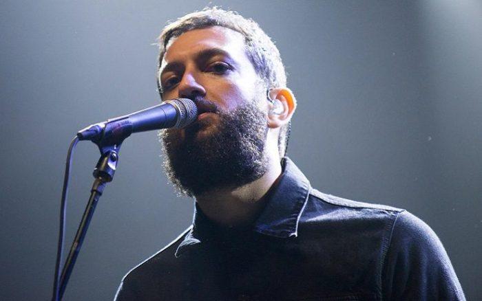 vasco brondi con la barba