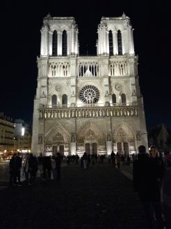 Notre dame at night 20151026_194140