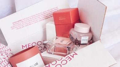 Pentingnya desain kemasan yang menarik pada produk kosmetik (Photo by Jess @ Harper Sunday on Unsplash)