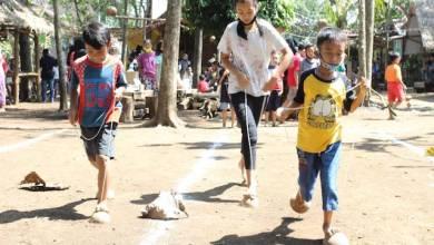 Keseruan lomba permainan tradisional di Kampung Dolanan Panawijen (Foto via wartaindo.news)
