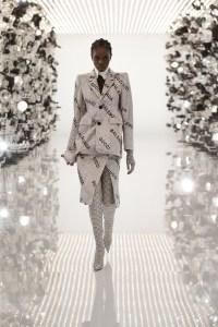Gucci x Balenciaga Berkolaborasi, Seperti Apa Hasilnya?