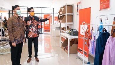 Proses peresmian Kampus UMKM Shopee Ekspor di Solo (Foto via Shopee)