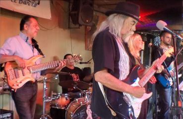 B lue Jay Slim, Mindy Pinkus and the Blues Machine at El Barco prior to the Blues Hall of Fame induction ceremony