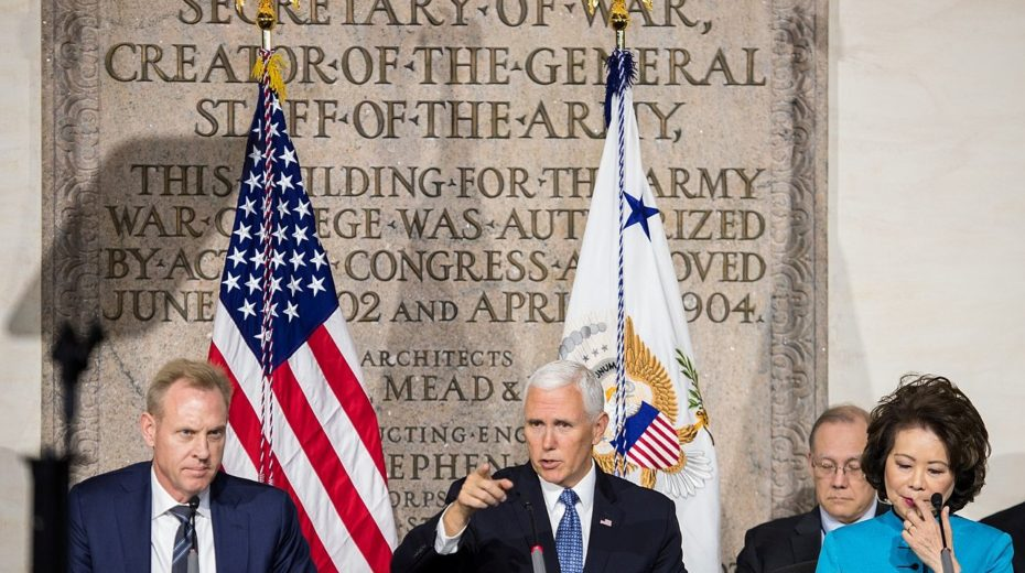 Mike Pence in toespraak: dat de afstuderende officiers binnenkort in oorlog zouden zijn