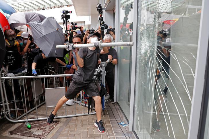 Hong Kong: Daag de draak niet uit.