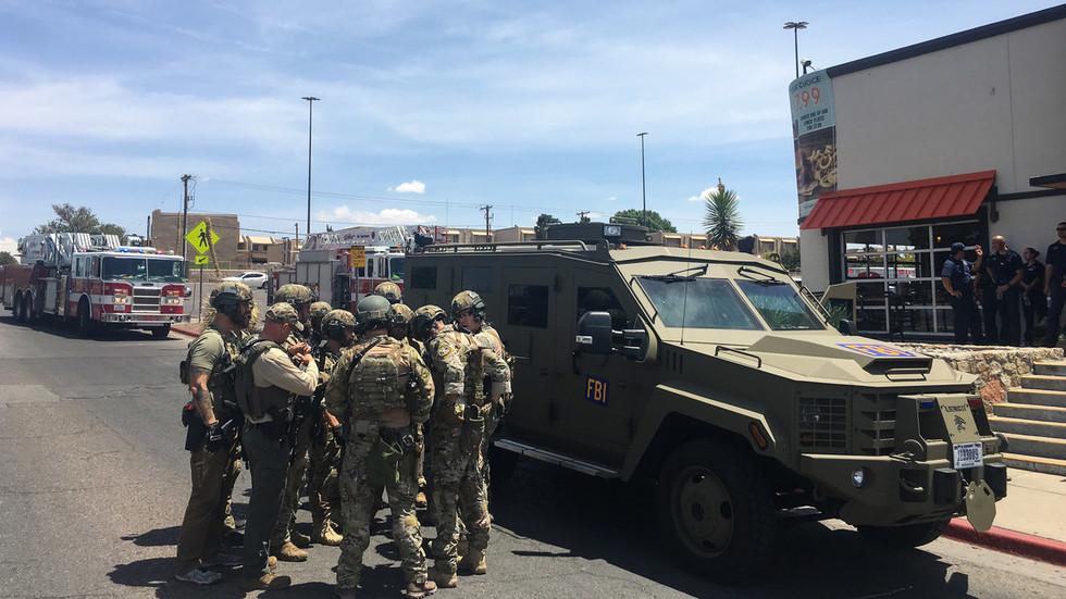 BREAKING: Meerdere dodelijke slachtoffers, 1 in hechtenis na het fotograferen van Walmart in El Paso, Texas