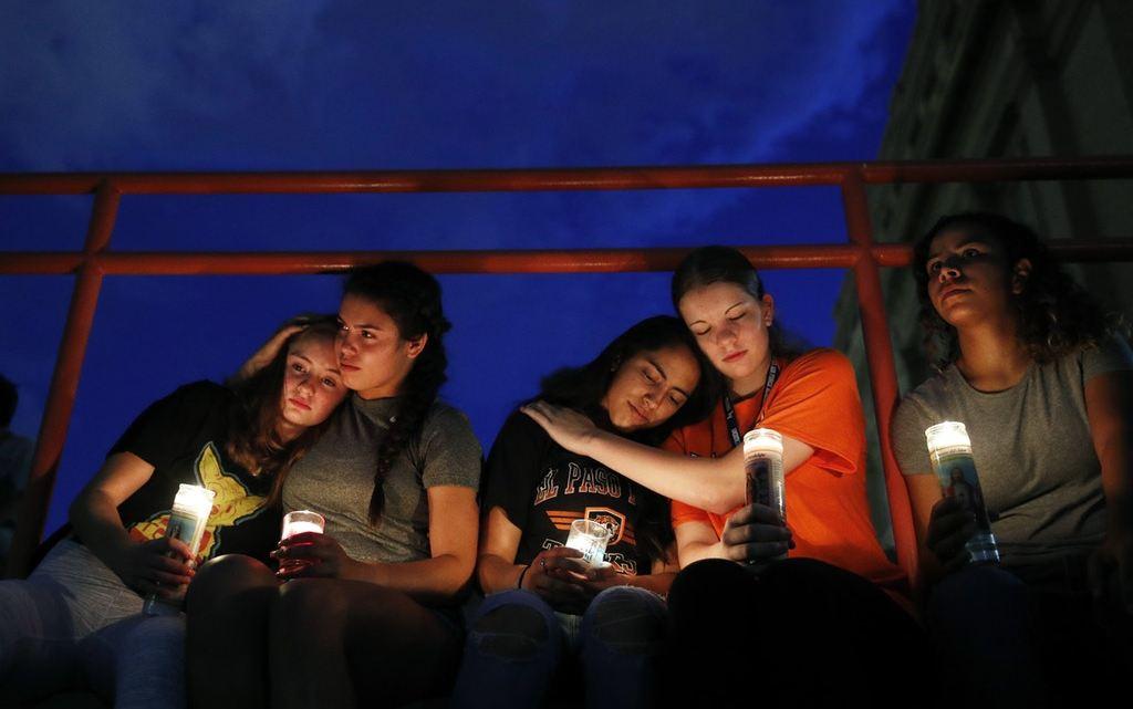 Twee aanslagen in de Verenigde Staten afgelopen weekend, waarbij jonge mannen bijna dertig mensen doodschoten