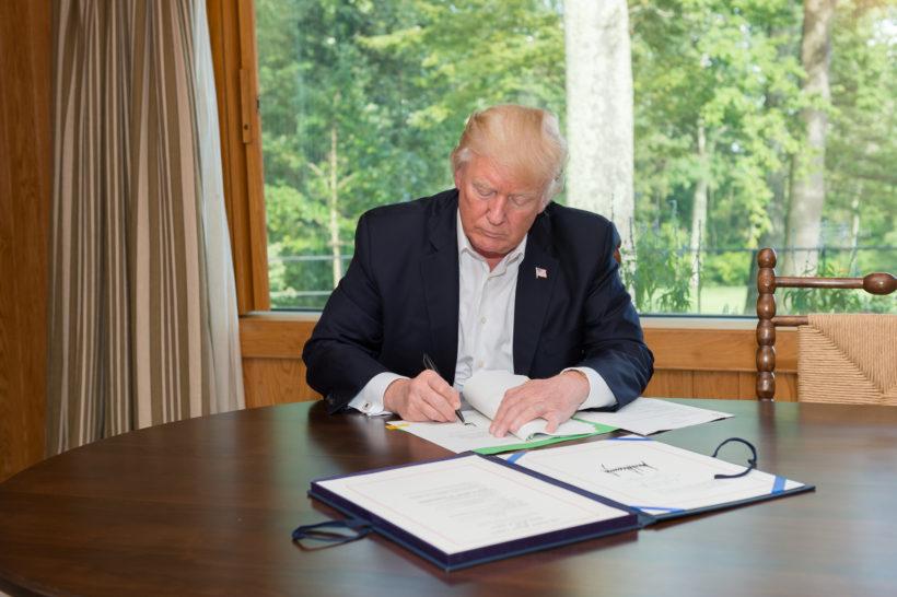 President Trump bereidt een uitvoerend bevel voor dat hard neerkomt op censuur van sociale media