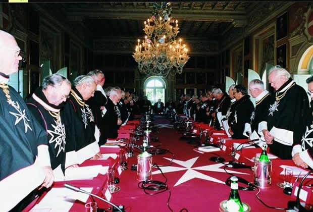 Ons Nazi-Koningshuis, Hoog in de Orde van de Elite dankzij uber nazi Bernard