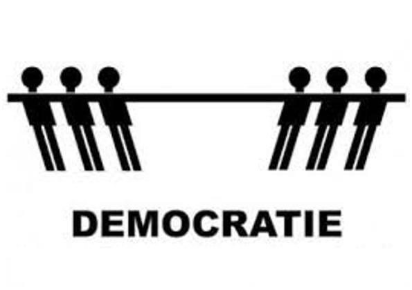 Democratie sterft, de echte democraten liggen in coma!