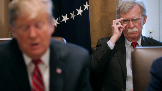 'Houd vrienden dichtbij maar vijanden dichterbij': waarom Donald Trump werkt met bloeddorstige Neocons