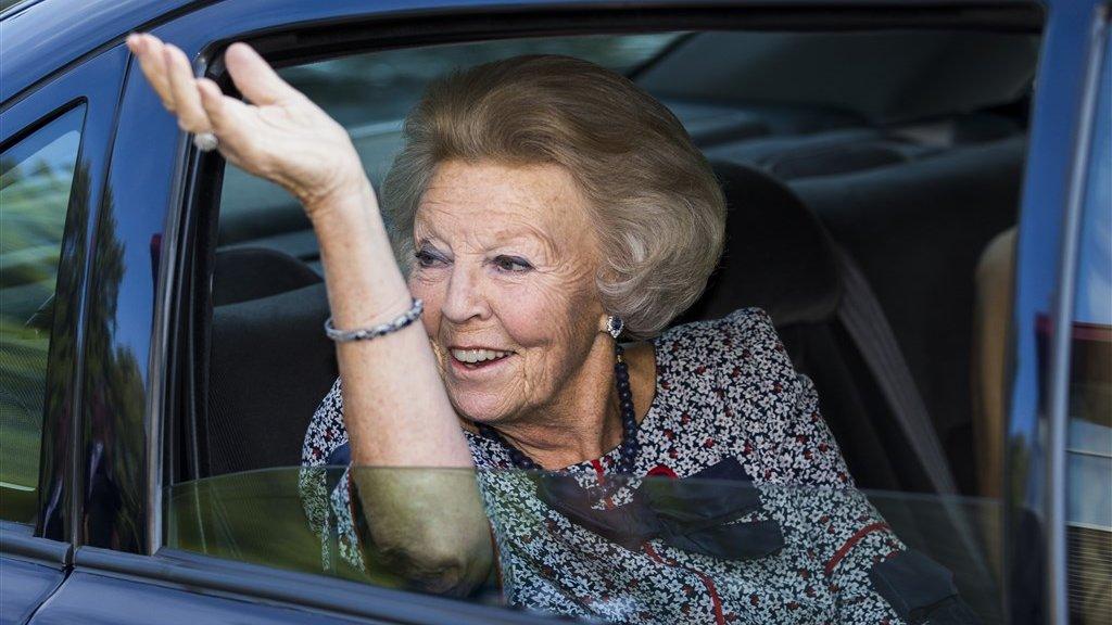 Voor miljoenen gepensioneerden dreigt korting, maar Beatrix blijft cashen