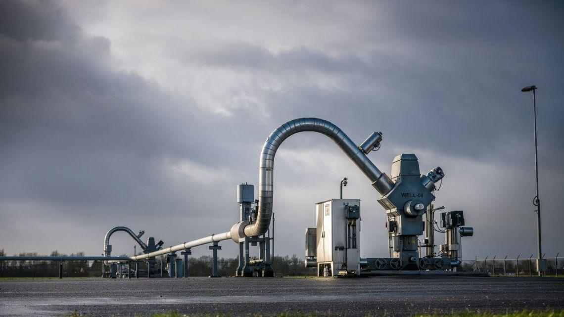 Groningers moeten wachten Shell (koninklijk huis) en Exxon krijgen direct 90 miljoen