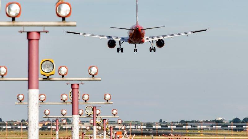 WTF: Vijf regeringsleden vliegen in vier verschillende vliegtuigen naar de Verenigde Staten