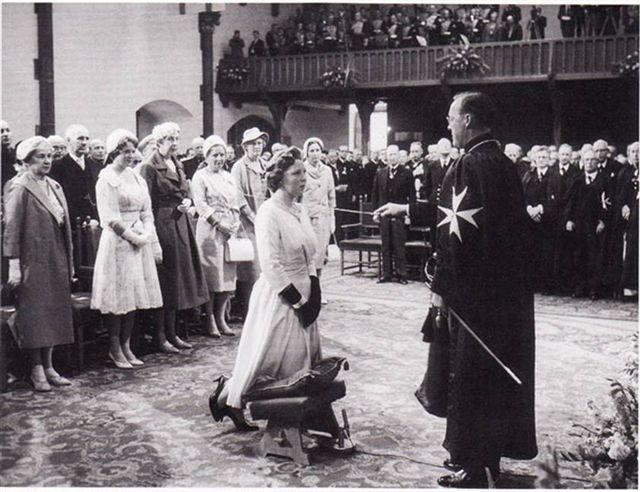 Het verbijsterende misbruikschandaal.. door de Nederlandse Kroon!