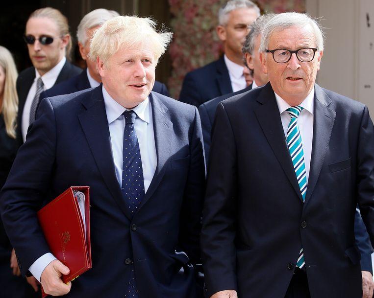 """BREKEND. Witte rook in Brussel: """"Brexit-akkoord is rond"""", kondigen Johnson en Juncker aan"""