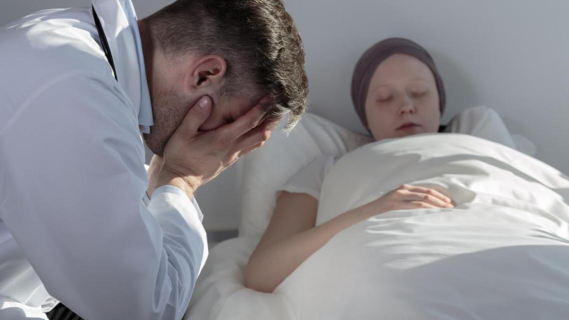 Kankerindustrie niet op zoek naar genezing; ze zijn te druk met geld verdienen