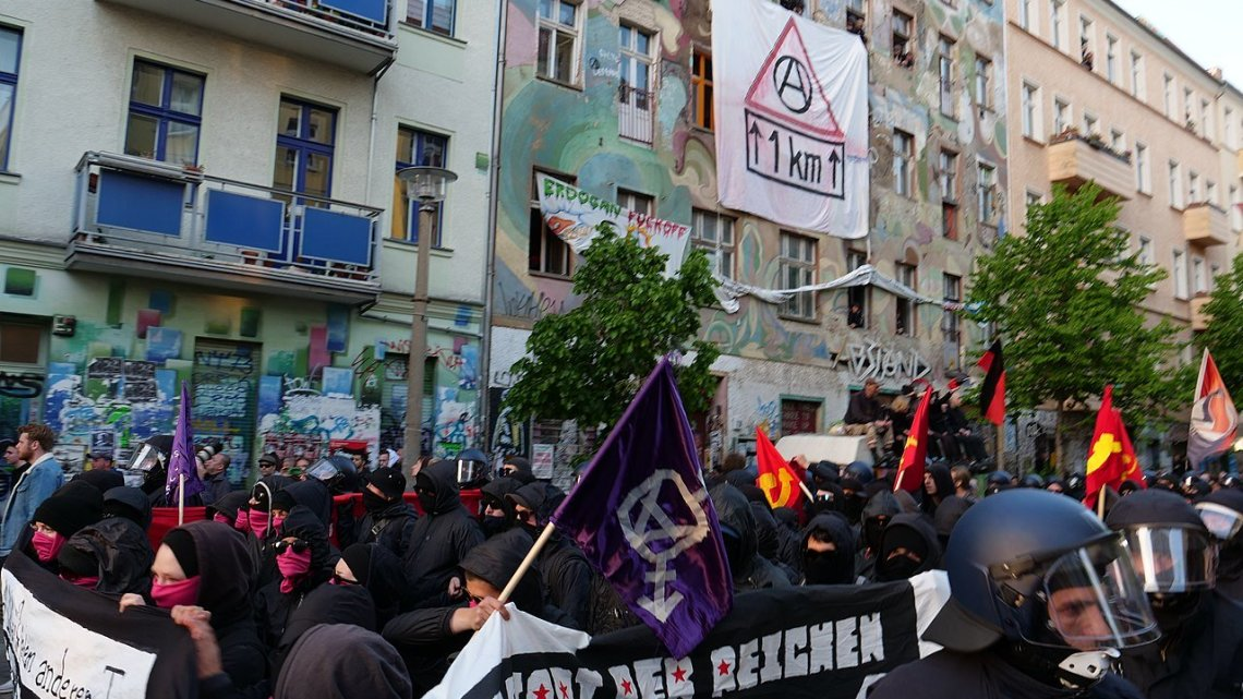 Ongebreidelde haat tegen politieagenten: novemberweekend in Berlijn overschaduwd door extreemlinks geweld