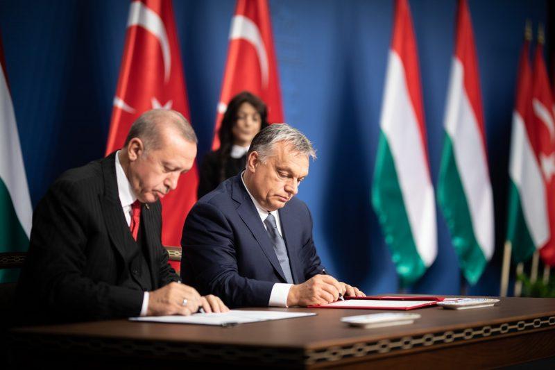 Geopolitieke driehoek: aanvallen van Soros op Turkije en Hongarije