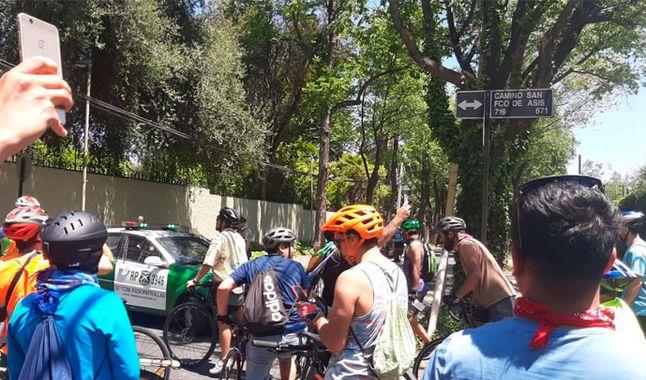 Protesten in Chili: honderden fietsers marcheren voor het huis van president Sebastián Piñera [FOTO'S]