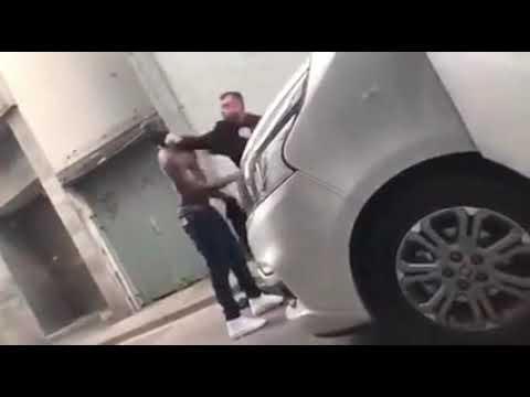Video Poolse chauffeur pikt brutaliteit van migrant niet en hoekt hem neer