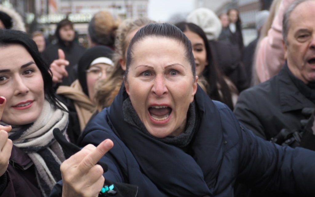 """Moslims in Noorwegen willen """"dag van woede"""", na koranverbranding en vrijheid van mening aanpakken"""