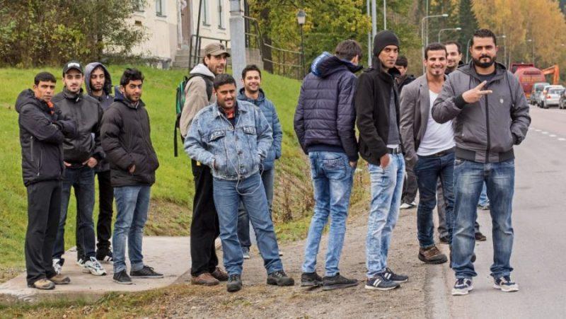 MEER ZWEEDSE KRANKZINNIGHEID: politiek wil jonge moslims met bejaarde Zweden huisvesten. Wat zou er mis kunnen gaan?
