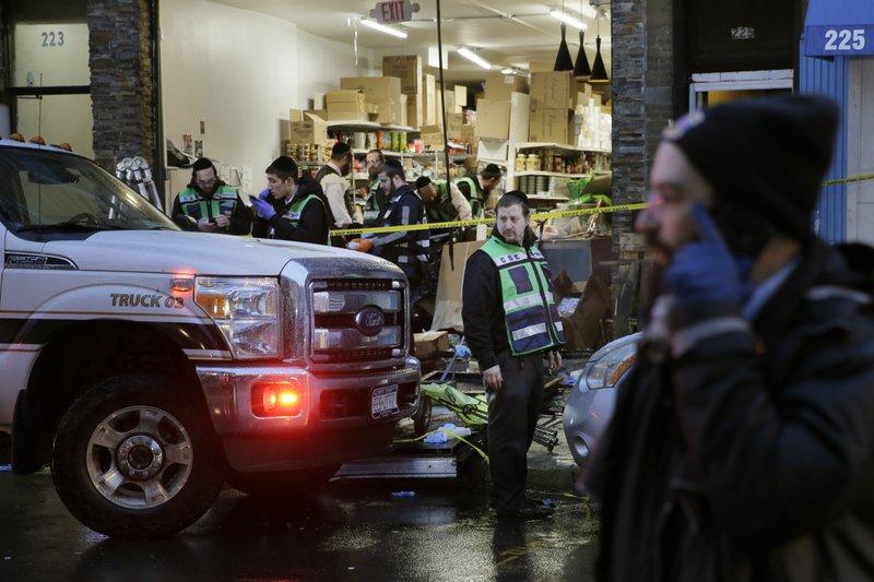 De burgemeester van Jersey City zegt dat schutters gericht waren op een koosjer markt