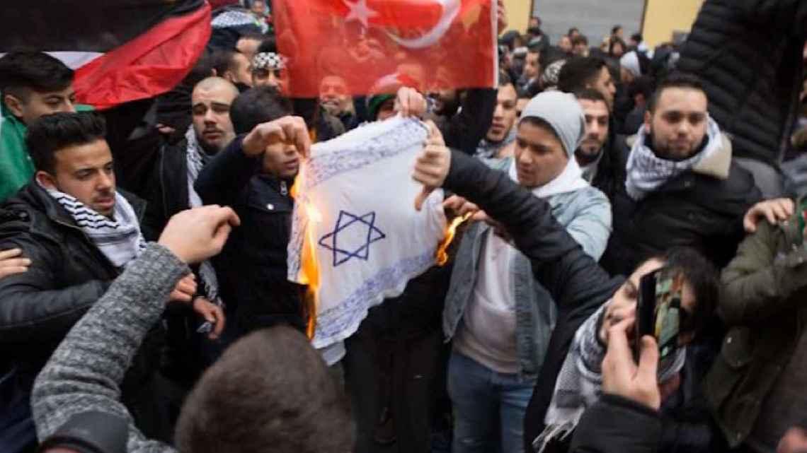 In Europa (Amsterdam) zijn moslims die joden proberen te doden een geestesziekte