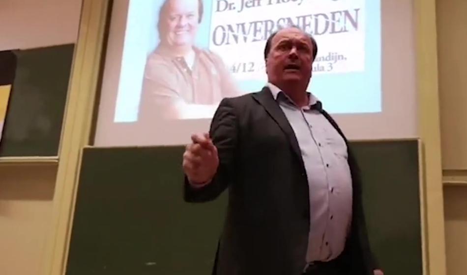 Kijk! Extreem-rechtse katholieken laten vieze, vrouwenhatende dokter leeglopen: 'Ze openen hun benen niet meer!'