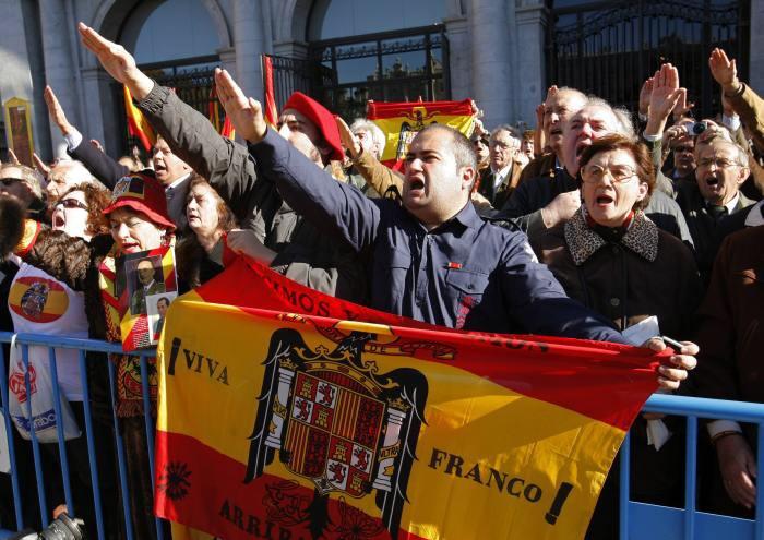 Hoe  Vox in Spanje het neofascistische internationalisme versterkt