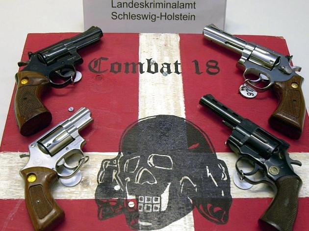 """Ze wilde de nazi-staat terug: Dit is de gewelddadige groep """"Combat 18"""""""