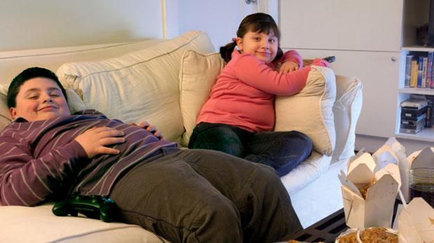 Er zijn steeds meer zwaarlijvige kinderen vanwege de advertenties