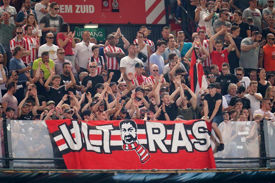 Fans moeten racisme in het stadion melden via de app