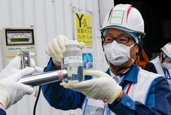 EEN RAMP MET OLYMPISCHE AFMETINGEN BROEIT IN JAPAN