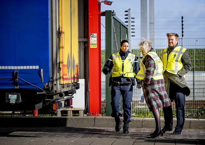 Grenscontrole Stena-Line slaat bij Willem-Alexander niet echt aan. Wel bij de speurhond