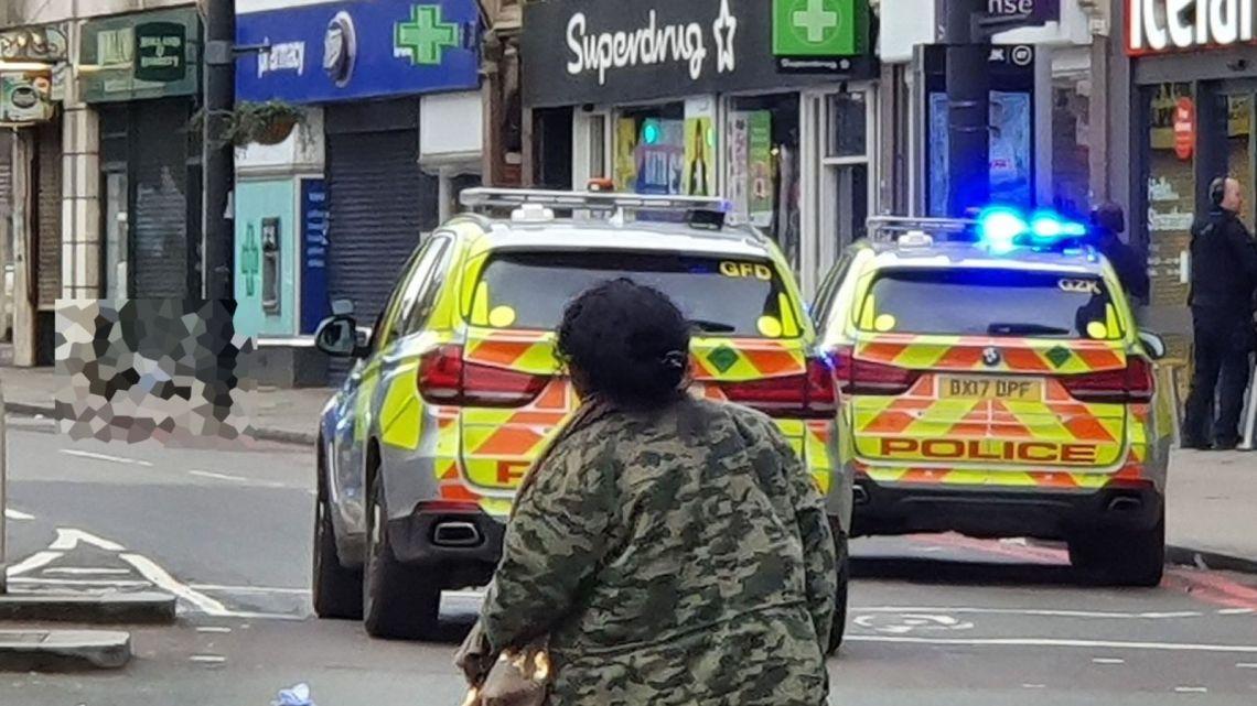 Terroristische aanslag in Londen – Verschillende gewonden door mesaanval, één man werd neergeschoten