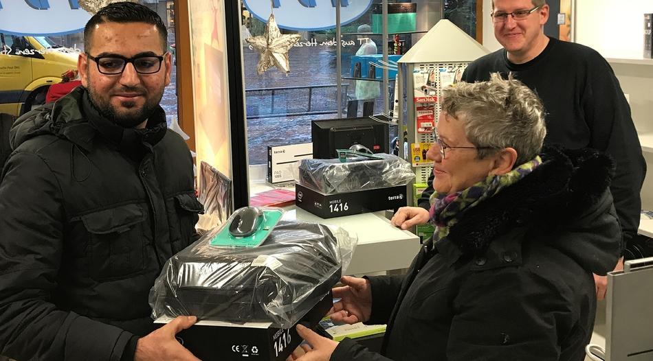 Straelen: Illegals krijgen gloednieuwe laptops gratis